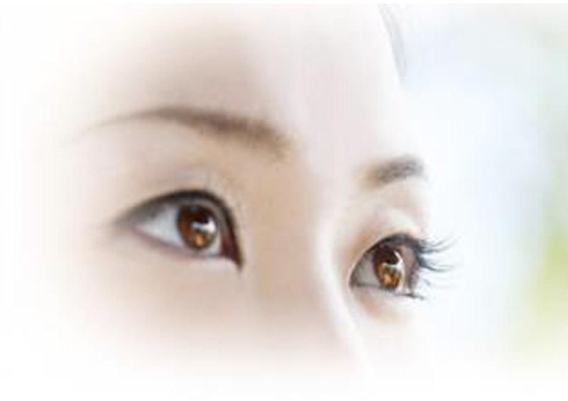 眼の老化を促進するといわれる紫外線には、夏以外の季節でも対策が必要です。