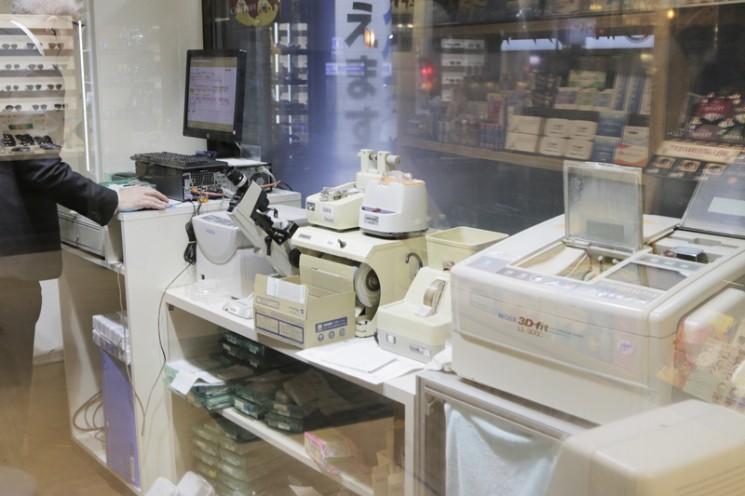 メガネの修理やメンテ作業が見られる「メガネ工房」
